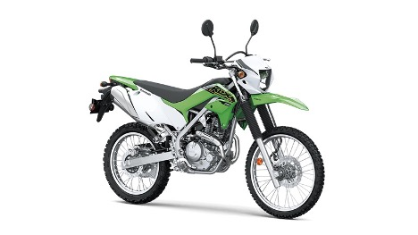 骑着摩托车和自行车  描述已自动生成